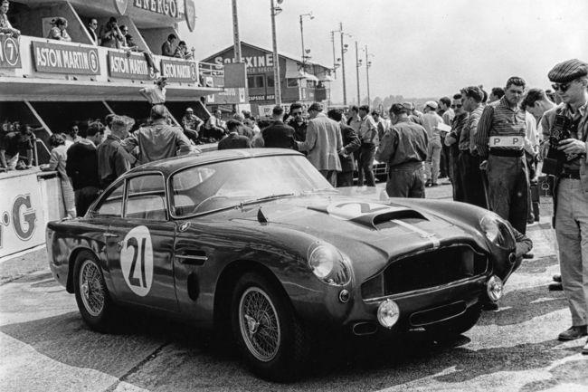Le prototype de l'Aston Martin DB4 G.T. Continuation en action