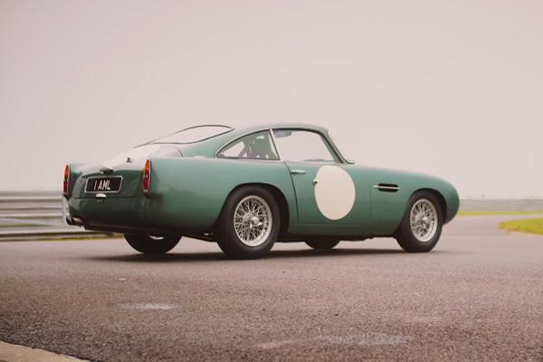 L'Aston Martin DB4 G.T. Continuation entre en piste