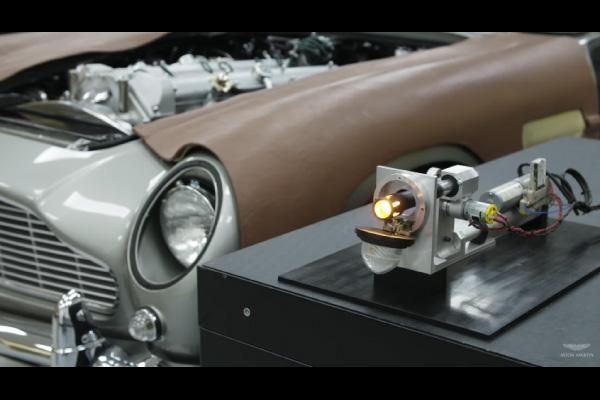 Des gadgets dignes de 007 sur les Aston Martin DB5 Goldfinger Continuation