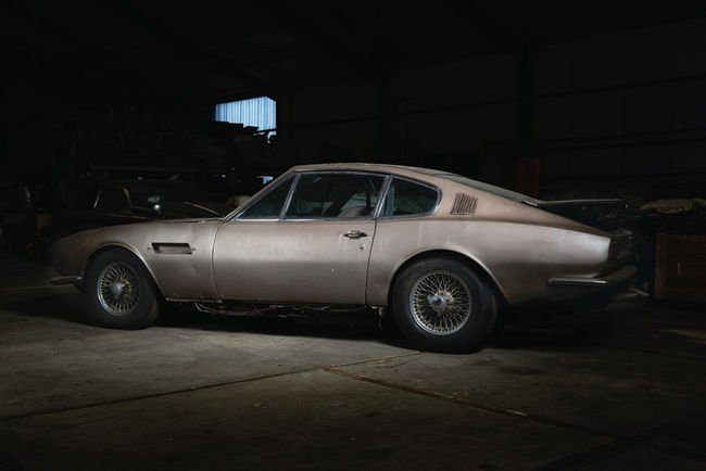 Une Aston Martin DBS sortie de grange aux enchères