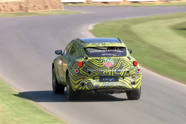 L'Aston Martin DBX en piste à Goodwood