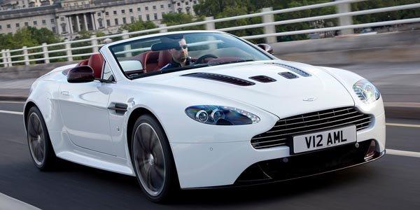 L'Aston Martin V12 Vantage se découvre