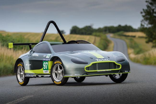 Aston Martin présente une V8 Vantage GTE insolite