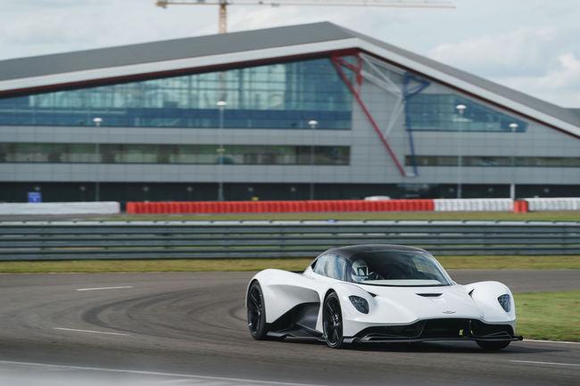 Les Aston Martin Valkyrie et Valhalla prennent la piste