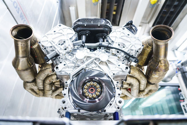 Aston Martin Valkyrie : le V12 Cosworth en action