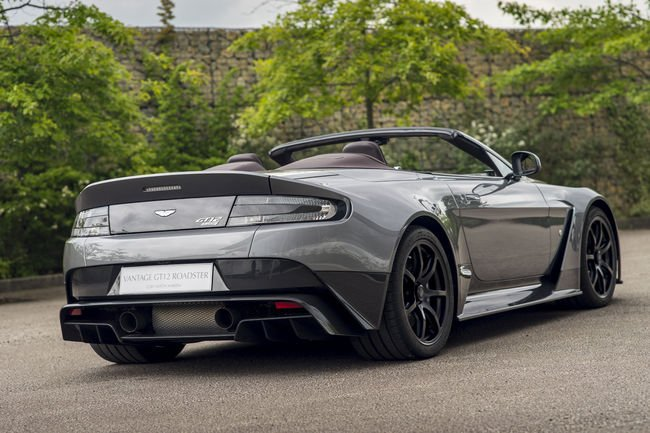 Aston Martin Vantage GT12 Roadster : exclusive