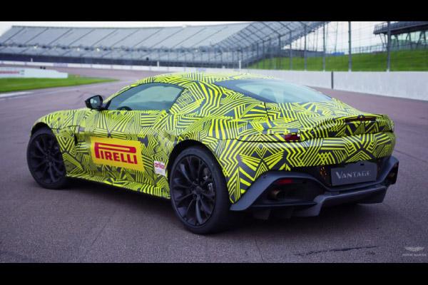 Max Verstappen en piste avec la nouvelle Aston Martin Vantage