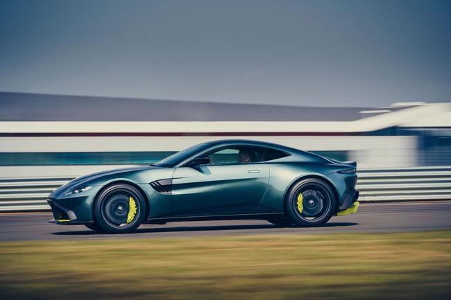 Aston Martin Vantage AMR : avec une boîte manuelle