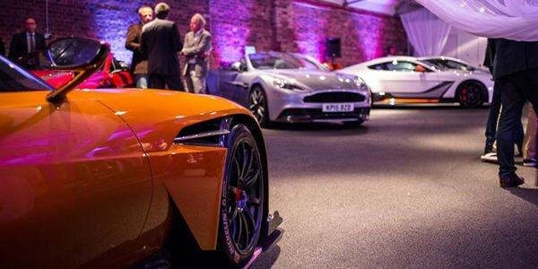 L'Aston Martin Vulcan s'expose à Londres