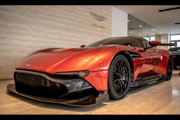 a vendre aston martin vulcan actualit automobile motorlegend. Black Bedroom Furniture Sets. Home Design Ideas