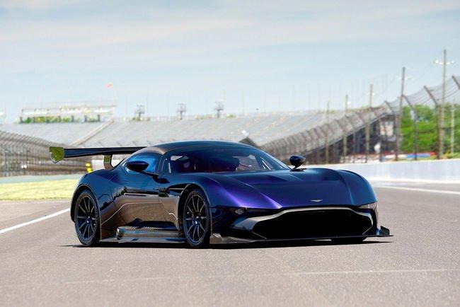 Une Aston Martin Vulcan aux enchères