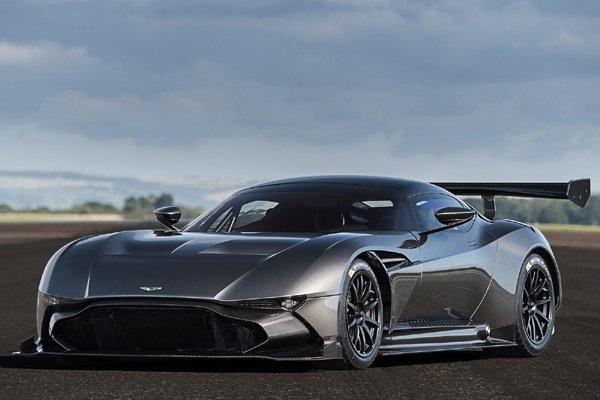 Embarquez en Aston Martin Vulcan au Mans