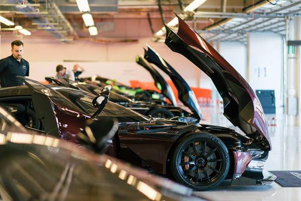 L'Aston Martin Vulcan en piste à Austin