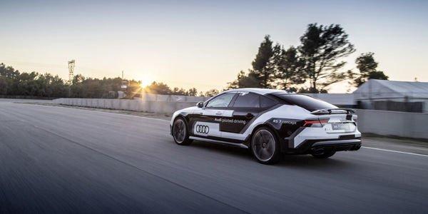 Retour en piste de l'Audi RS7 piloted driving concept