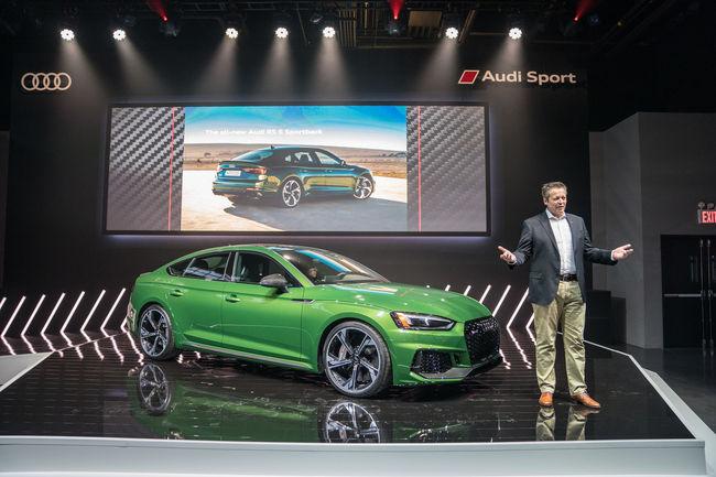 Ouverture des commandes de l'Audi RS 5 Sportback