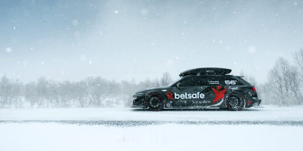 L'Audi RS6 DTM de Jon Olsson en action