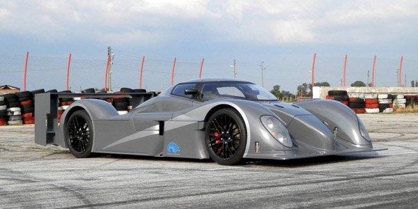 Une réplique de Bentley Speed 8