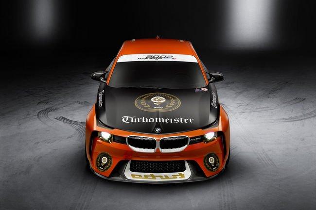 BMW redonne des couleurs à son concept 2002 Hommage
