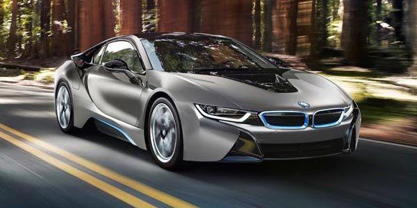 Une BMW i8 vendue 825 000 $ aux enchères