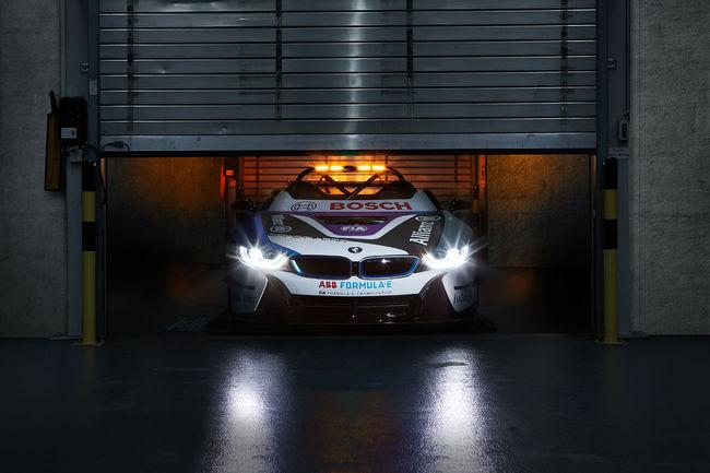 Une BMW i8 Roadster Safety-car en Formula E