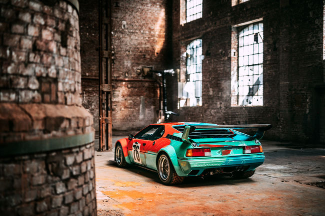 La BMW M1 Art Car d'Andy Warhol exposée à New Delhi