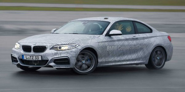 Vidéo : la BMW M235i drifte toute seule