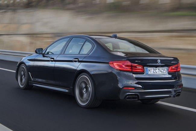Une BMW M550i xDrive en approche