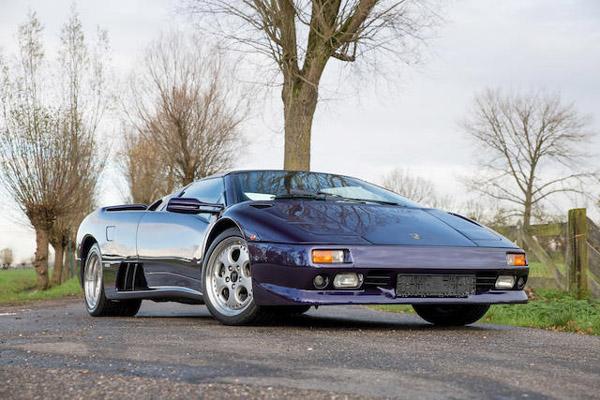Bonhams : quatre générations de Lamborghini à Paris