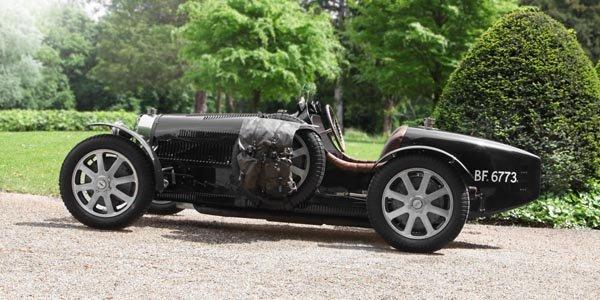 Bugatti en course aux Mille Miglia