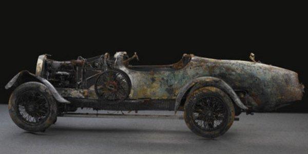 Une Bugatti sortie de lac