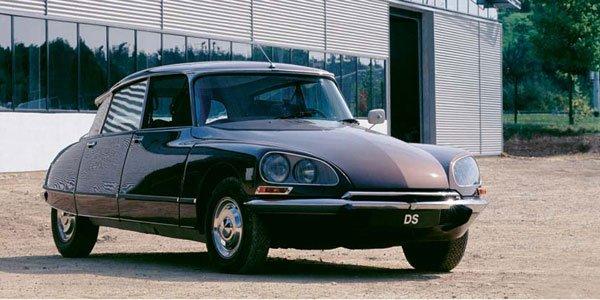 Rétromobile : hommage à la Citroën DS
