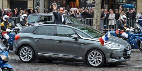François Hollande en Citroën DS5 Hybrid4