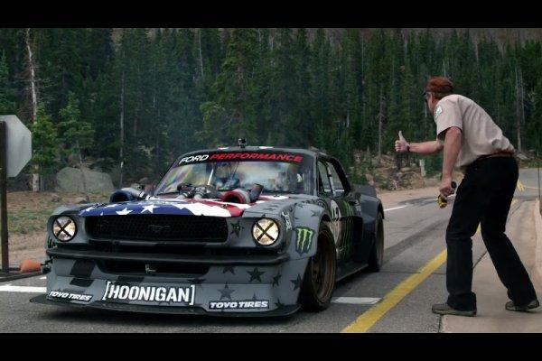 "Ken Block : un teaser pour ""Climbkhana Pikes Peak"""