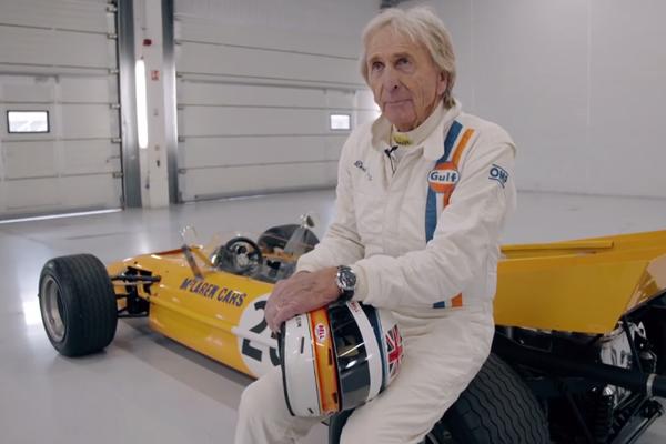 Derek Bell et la McLaren M9A de 1969 réunis