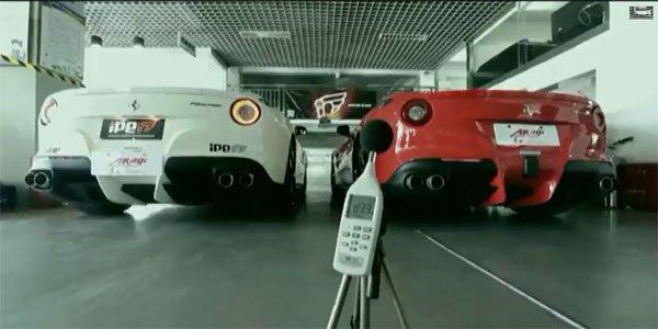 Des supercars chantent Jingle Bells !