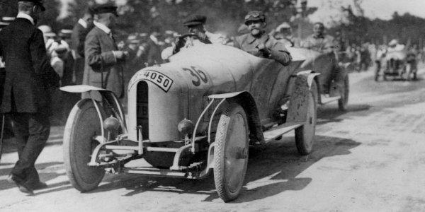Deux Benz à l'honneur à Rétromobile