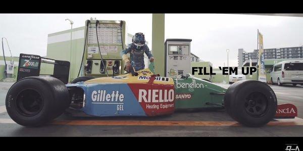 Insolite : deux F1 sur route au Japon