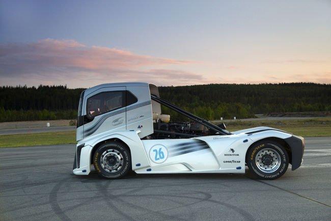 Deux records FIA pour Volvo Trucks