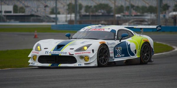 Le Mans : une Viper GTS-R en course