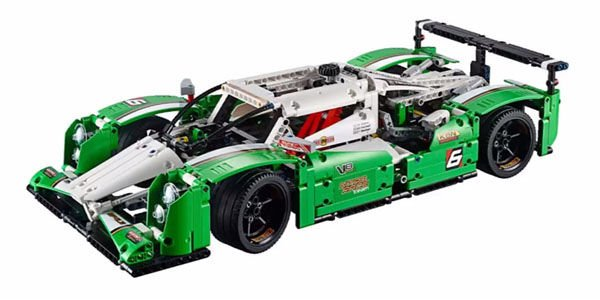 Un kit Lego Technic 24 Hours Race Car en approche