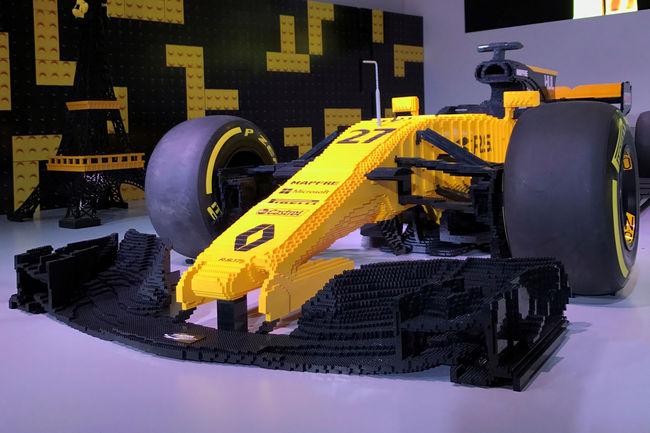 Rétromobile : la Renault F1 R.S.17 en LEGO aux enchères