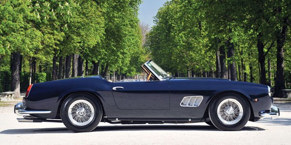 Une Ferrari de prestige pour RM Sotheby's à la Villa Erba