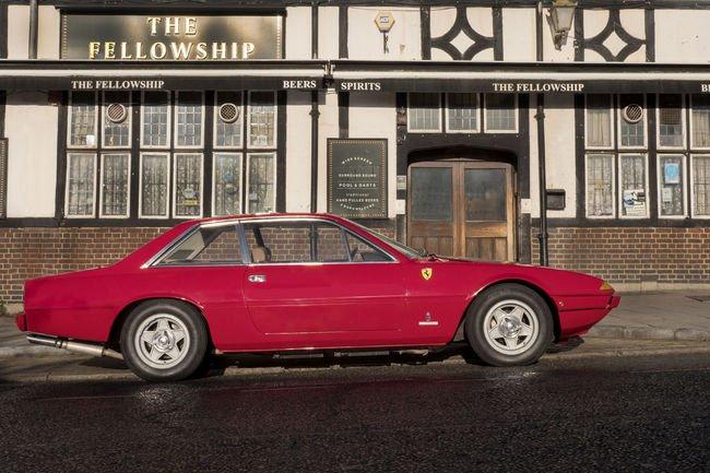 Une Ferrari 365 GT ex-Henry Cooper aux enchères