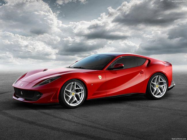 RM Sotheby's : Ferrari 812 Superfast à l'échelle 1:2