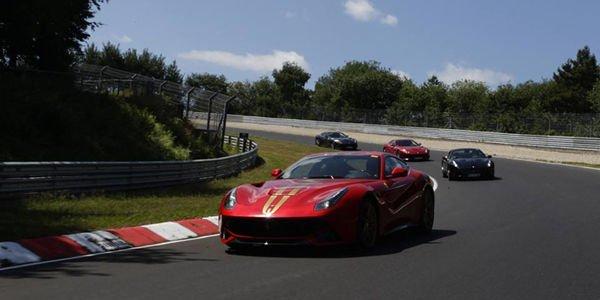 40 Ferrari F12berlinetta réunies sur le Nürburgring