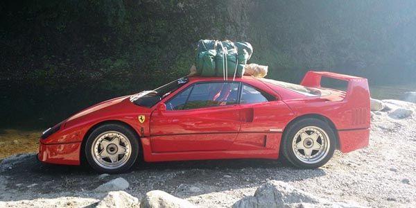 Au camping en Ferrari F40