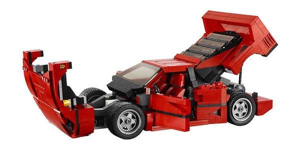 Une Ferrari F40 Lego en approche