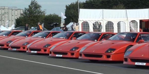 Record : 62 Ferrari F40 en parade