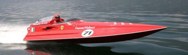 La F430 bat deux records... sur l'eau !