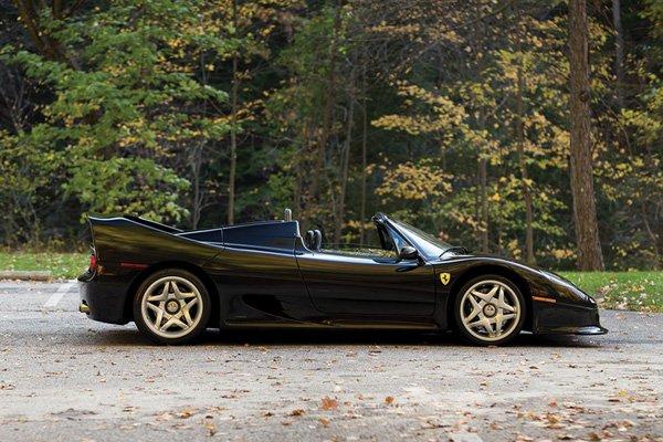 Une rare Ferrari F50 Nero aux enchères